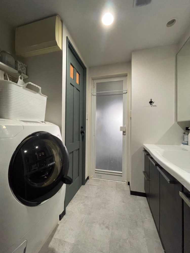 ドアリノベ 洗面室内装